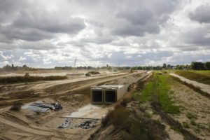"""In Oberhausen entsteht der Abwasserkanal Emscher zurzeit als hochliegender """"Rahmendoppelkanal"""". Foto: Rupert Oberhäuser/EGLV"""