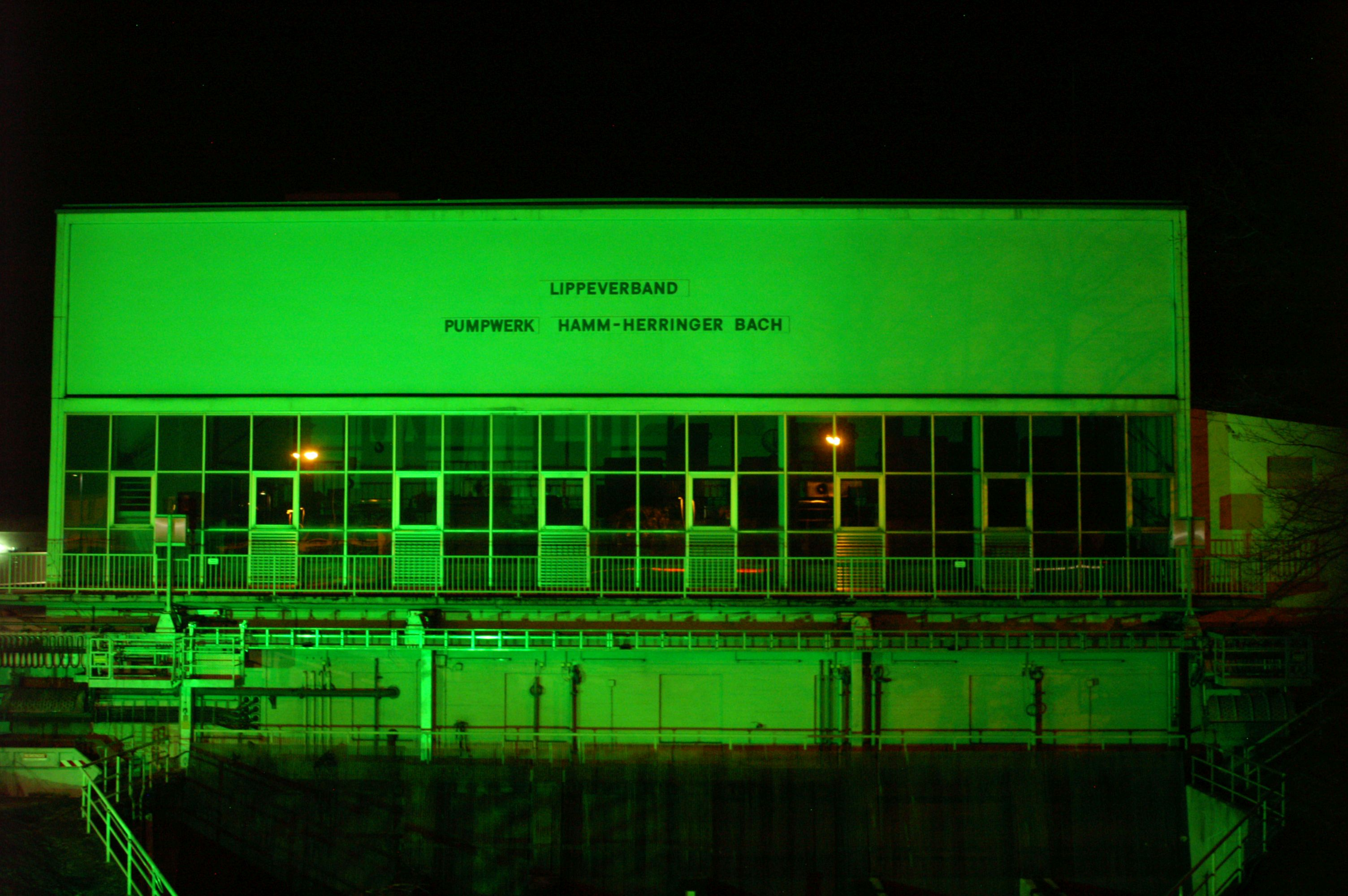Grün leuchtet seit kurzem unser Pumpwerk Herringer Bach in Hamm. Foto: Thomas Höffelmann/EGLV