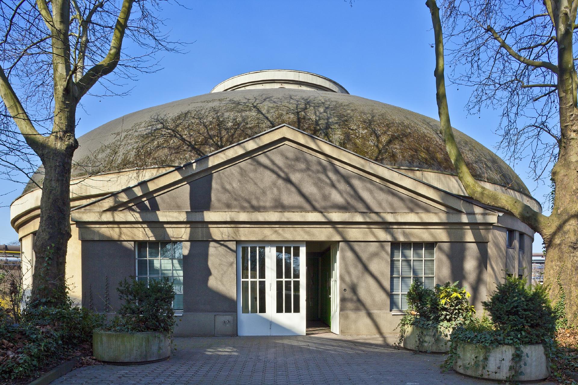 Prachtvoll: Das Pumpwerk Alte Emscher in Duisburg-Beeck von 1914 ist nicht nur unser erstes Pumpwerk, sondern bis heute eines der schönsten Bauwerke entlang der Emscher. Foto: Klaus Baumers/EGLV