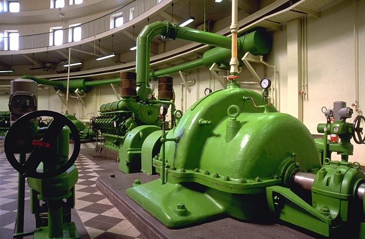 """Eindrucksvoll ist auch der """"Maschinenpark"""" der Motoren im Inneren des Pumpwerks Duisburg Alte Emscher. Foto: Jochen Durchleuchter/EGLV"""